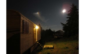 auch der Mond will sich den neuen Bauwagen mal betrachten