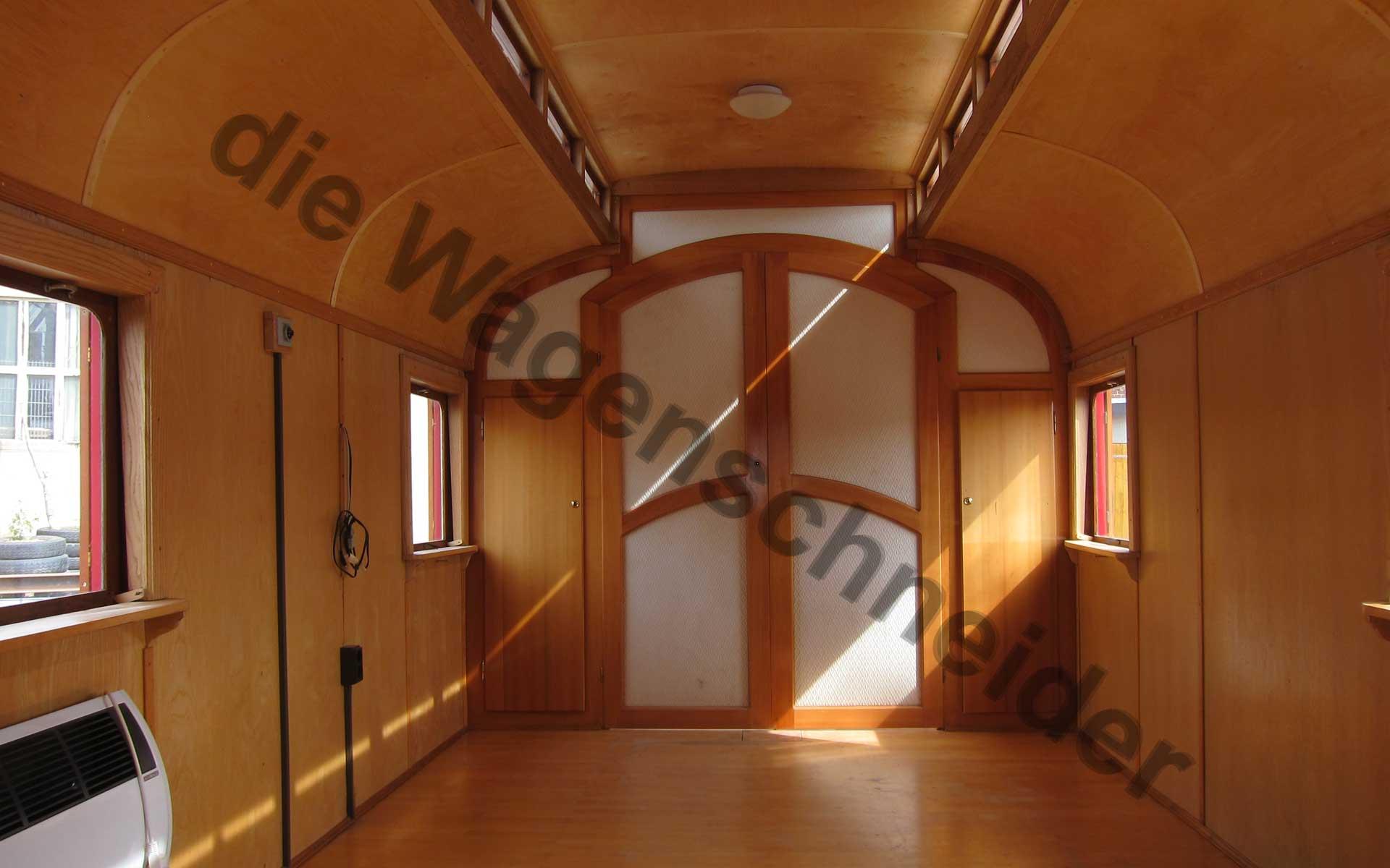Holztür mit Textielbespannung.
