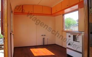 Küche mit Vorbereitung von Wasser und Abwasseranschluss.