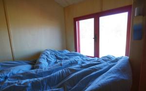 Durch das Fenster am Bett, kann man sich die Morgensonne auf die Nase scheinen lassen.